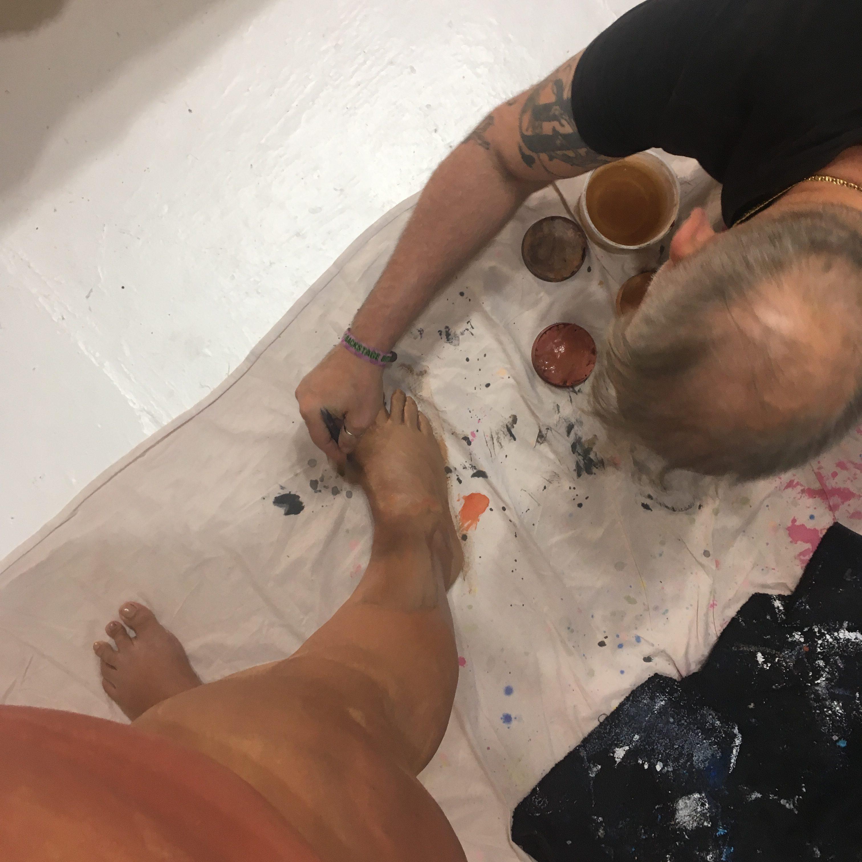 yep, I had a man at my foot, painting me