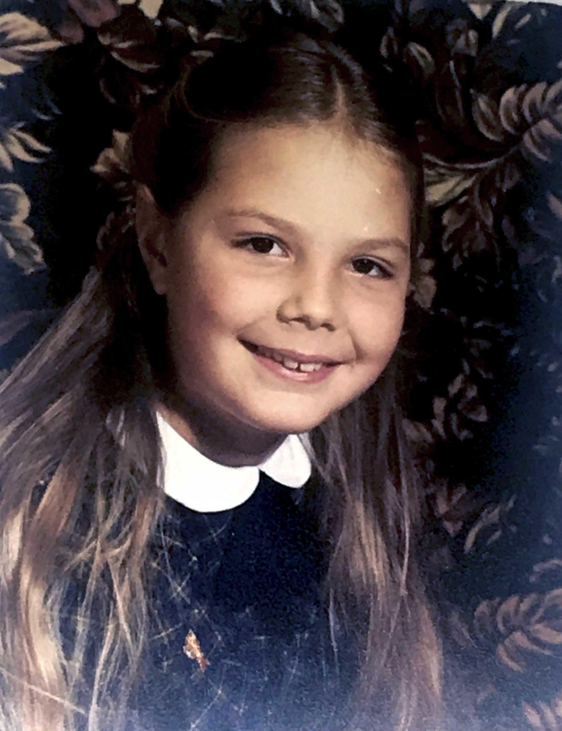 Anne Stolbowsky a 8 ans, déjà des formes de femme